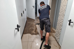 Sprzątanie po zalaniu